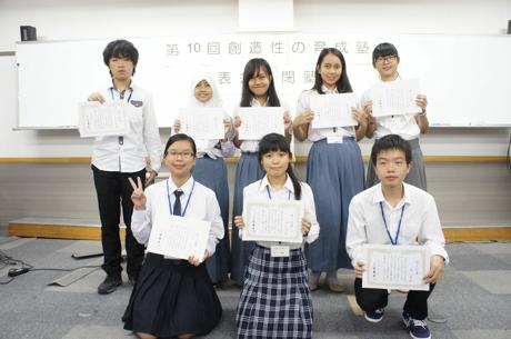 2015年8月6日王元孛在第十届创造性培养夏令营中取得修了证书。_爱奇艺.jpg