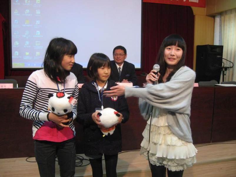 2012年3月,王昕玥赶回母校,再一次参加了民宿交流活动。.jpg